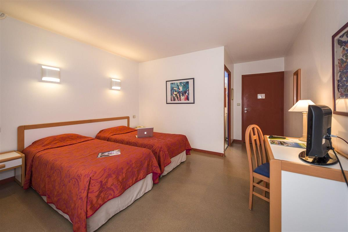 Chambre Double Standard - Chambres d\'hotel Saumur - Hotel Restaurant ...